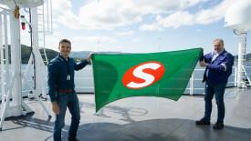 Flaggskifte på «Windea Jules Verne» Foto: Ulstein