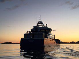 «Ro Venture»  i solnedgang. Foto: Larsnes Mek. Verksted