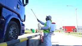 Desinfección de camiones en Isla de Chiloé. Foto: Archivo Salmonexpert.
