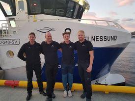 Mannskapet på M/S «Helnessund» ønsker Skipsrevyens lesere velkommen om bord.
