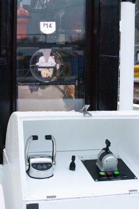Utvendig styreposisjon med skjerm og 360 graders kamera. Foto: Moen Marin.