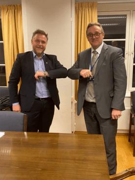 Tor Arne Borge (t.h) og Hans Sande i Norsk Sjøoffisersforbund. Foto: Jan Paulsen