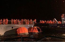 Evakuering av besetningen på KNM «Helge Ingstad». Foto: Redningsselskapet