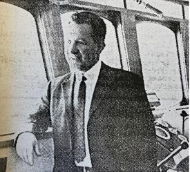 Georg Lokøy i styrhuset på «Endre Dyrøy» som ble ombygget til snurper ved Fitjar Mek. Verksted i 1971. Faksimile fra Skipsrevyen nr. 1/1971