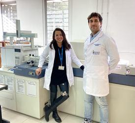 Dra. Javiera Cornejo y el Dr. Aldo Maddaleno, Encargado Técnico de Farmavet. Foto: Javiera Cornejo.