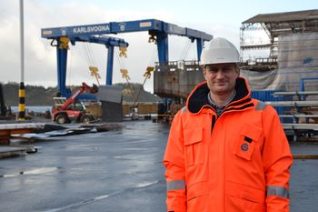 Hugo Strand, verftsdirektør i FMV mener prosessbåter kommer til å bli en viktig del av havbruksnæringen i fremtiden, og har stor tro på at denne typen båt vil det satses mer og mer på. Foto: Linn Therese Skår Hosteland.