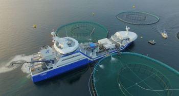 «Ro Server» ved merd. Båten har installert Thermolicer. Foto: Rostein.
