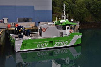 Den elektriske båten Astrid Helene har fått navn etter mor til daglig leder Bård Meek-Hansen, og selskapet håper nå at de kan levere enda flere slike fartøy til oppdrettsnæringen. Foto: Grovfjord Mek. Verksted.