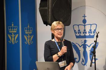 Fiskeridirektør Liv Holmefjord er stadig på talerstolen og forteller om direktoratets arbeid og tilsyn på ulike havbrukskonferanser. Foto: Therese Soltveit/Kyst.no.