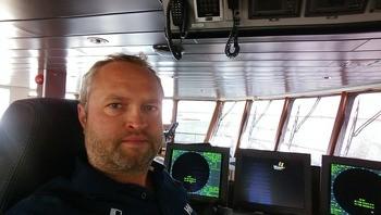 Glen Bradley, nestleder i Rostein, sier den hybride brønnbåten skal etter planen stå klar i begynnelsen av 2020, men båten enda ikke fått noe navn. Foto: Rostein.