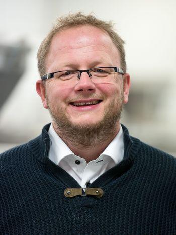 Produksjon av høykvalitetsrogn med de beste egenskaper har Solberg nærmest fått inn med morsmelken. I 2010 tok han denne erfaringen med seg inn i jobben i SalmoBreed, hvor han nå er ansatt som salgs- og markedssjef.