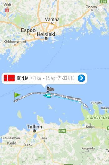 Her kan du se noe av ferden til mannskapet, som skal frakte fôrflåten Odin fra Estland til Norge med slepebåten Ronja. Illustrasjon: Firda Seafood/Marine Traffic.