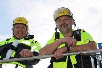 Amund Litlabø (tv) er fiskehelsesjef og Roy Strøm er leder for avlusings-metodikken i Aqua Pharma. Foto: Aquatiq