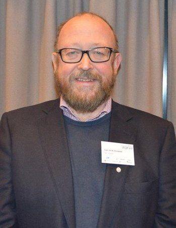 Carl Erik Arnesen, administrerende direktør i Hav Line sier kundene må nok smøre seg med tålmodighet litt til, ettersom slaktebåten blir vel en måned forsinket. Foto: Therese Soltveit.