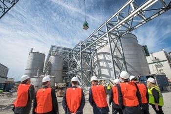 Veramaris er et joint venture mellom DSM og Evonik, holdt en halvveis-markering ved Blair i Nebraska i USA. Anleget vil starte å produsere olje i 2019. Foto: Veramaris.