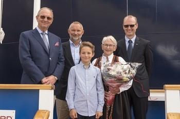 f.v. Morten Ulstein, Håvard Ulstein, Mathias Ulstein, gudmor Inger Stärk og Lars Ivar Bøe.