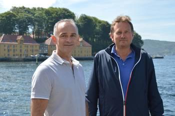 Salgsansvarlig Morten Holm og daglig leder Svein Kenneth Krossli i iTecSolutions Systems & Services, sier deres biomassemåler kan måle over 8000 laks i døgnet. Foto: Therese Soltveit.