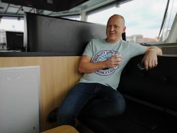 Kaptein Øystein Henriksen (39) har troen på kaldtvannsavlusning, og sier han trives godt om bord det splitter nye fartøyet. Foto: Ole Andreas Drønen/Kyst.no.