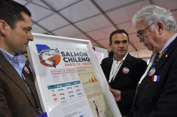 El lanzamiento de la campaña se realizó en el stand de Cargill durante la apertura de la feria Aquasur. Imagen: Salmonexpert.