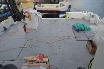 Det 12 meter brede dekket gir god plass for mannskapet om bord på «Hermann JR» til sine operasjoner. Foto: Ole Andreas Drønen.