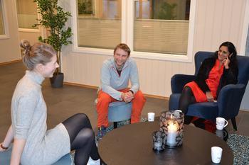 De ansatte i Emilsen Fisk er veldig fornøyd med å kunne jobbe i nye lokaler. Klikk for større bilde. Foto: Ole Andreas Drønen/Kyst.no.