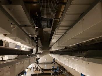 Selskapet har nå produsert opp 1400 egenproduserte inkubatorer som gir plass til ca 700 liter med rogn. Foto: Skjerneset fisk.