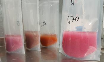 Rognkjeksrognen kommer i flere ulike farger. Foto: Skjerneset Fisk.