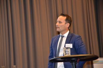 Advokat Grunde Bruland snakket på aqKva-konferansen om arealforvaltning og lokalitetstilgang. Foto: Therese Soltveit/Kyst.no.