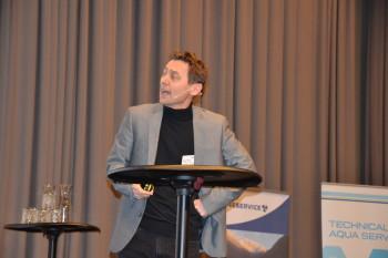 Professor Ragnar Tveterås under aqKva-konferansen i Bergen. Foto: Ole Andreas Drønen