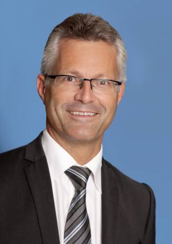 Trond Hatland fra advokatfirmaet Thommessen sier at han håper nå at Nærings- og fiskeridepartementet vil ta til fornuften. Foto: Thommessen