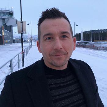 Bjørn Milliam Angell sier han ser frem til å jobbe som ny«sjøleder»hos Ice Fish Farm på Island, og starter i den nye jobben i dag, onsdag 6. februar. Foto: Privat.