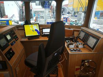 På broen har man god utsikt under arbeidsoperasjoner på merdkanten. Foto: Sletta Verft.