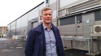 Daglig leder Bernt Olav Røttingsnes forteller at produksjonstart i anlegget i Maine, USA er planlagt i 2021.  Foto: Harrieth Lundberg