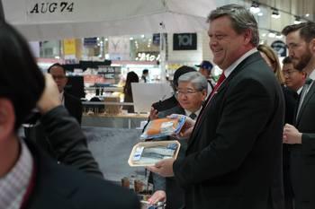 Nesvik sier at det er viktig å fortsette det gode partnerskapet med Japan. Foto: Nærings- og fiskeridepartementet