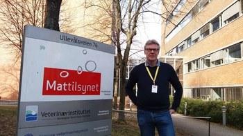 Seniorrådgiver Knut Rønningen i Mattilsynet er innvolvert i utviklingen av den nye bekjempelsesplanen mot ILA. Han forklarer at opprettelsen av bekjempelsessoner slik som i Kvænangen kommune i Troms også er viktig i et internasjonal handelsperspektiv.