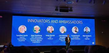 Nick Lazaridis, president i HP EMEA, presenterer de forskjellige foredragsholderne. I midten på skjermen kan man se daglig leder i Nagelld, Helge Bjordal. Foto: Nagelld As