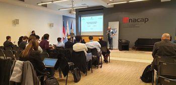 Marco Rozas-Serri exponiendo en el encuentro nacional de gestores tecnológicos. Foto: Laboratorio Pathovet.