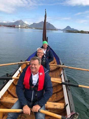 Siste etappe i robåten «Ronja Hope»  med kurs mot Mortsund. Med seg på etappen fikk de fiskeriminister Harald T. Nesvik. Foto: Stoltavlaksen.