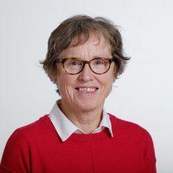Brit Tørud er en av de tre artikkelforfatterne fra Veterinærinstituttet. Hun har fagansvar for fiskehelse, havbruk, villfisk og velferd. Foto: Veterinærinstituttet.