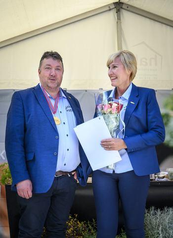 Granviks  Røkeri fra Frøy vant  i kategorien varmrøkt laks. På bildet daglig leder Vidar Granvik. Foto: Sjømatbedriftene