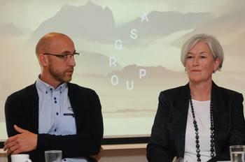 Håvard Jørgensen, Biomar og Anne-Kristine Øen, Salmon Group fortalte under Aqua Nor om sitt nye fôr som bl.a. hadde skulle rense fôret for miljøgifter. Nå skal også den braslilianske soyaen bort. Foto: Pål Mugaas Jensen.