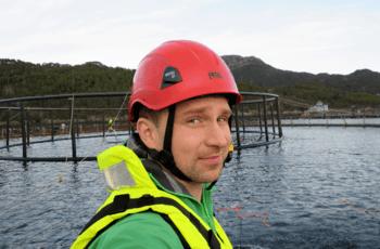 Lars Wasa Andersen, salgsspesialist havbruk i ABB forteller at de mener at det er realistisk å helelektrifisere lokaliteten raskt. Foto: ABB