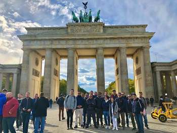 The Chilean delegation visits the Brandenburg Gate in Berlin. Click on image to enlarge. Photo: BioMar.