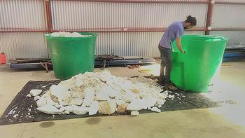 Bleco trabaja con el plumavit desechado por las industrias mitilicultoras y salmonicultoras. Foto: Bleco.