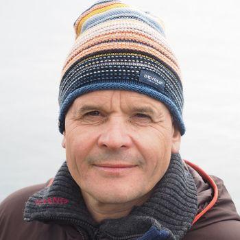 Samfunnskontakt Roger Pedersen i Grieg Seafood Finnmark sier alle de ansatte gjør en svært god jobb slik at de kan fortsette å eksportere laks til verdensmarkedet. Foto: Privat/Facebook.