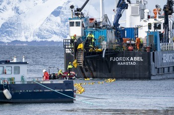 The cable is laid from land on Hadelsøya and out to the site where the Havfarm will be moored. Click on image to enlarge. Photo: Kolbjørn Hoseth Larssen.