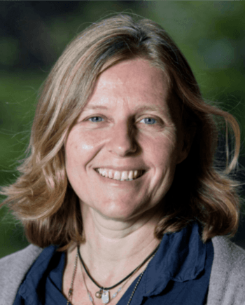 Dr. Sonia Rey Planellas forteller at forskjellige leverfarger har sammenheng med velferdstatusen til rognkjeks. Foto: University of Stirling.