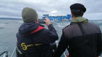 La empresa dio cumplimiento de la normativa y activó plan de pérdidas de estructuras y escape de peces en un plazo menor a 24 horas, dando aviso de la contingencia a Sernapesca y a la Armada. Imagen: Sernapesca.