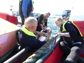 Folden Akva hadde et godt samarbeid med Blue Lice da Norsk Fiskeoppdrett var med ut i felt. Foto: Ole Andreas Drønen