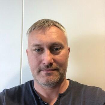 Alf-Arild Jakobsen i SalMar Nord ser frem til at fôrleverandøren tar over ansvaret for overvåking av fôret.